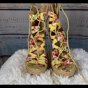 Charlotte Russe Floral Wedge | Size 8